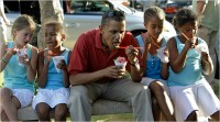 Obama and fam with shaved ice