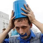 blue buckete