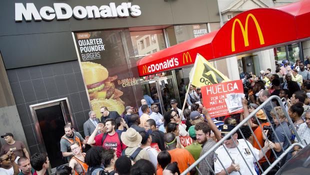fast-food-strike-AP46472623_620x350