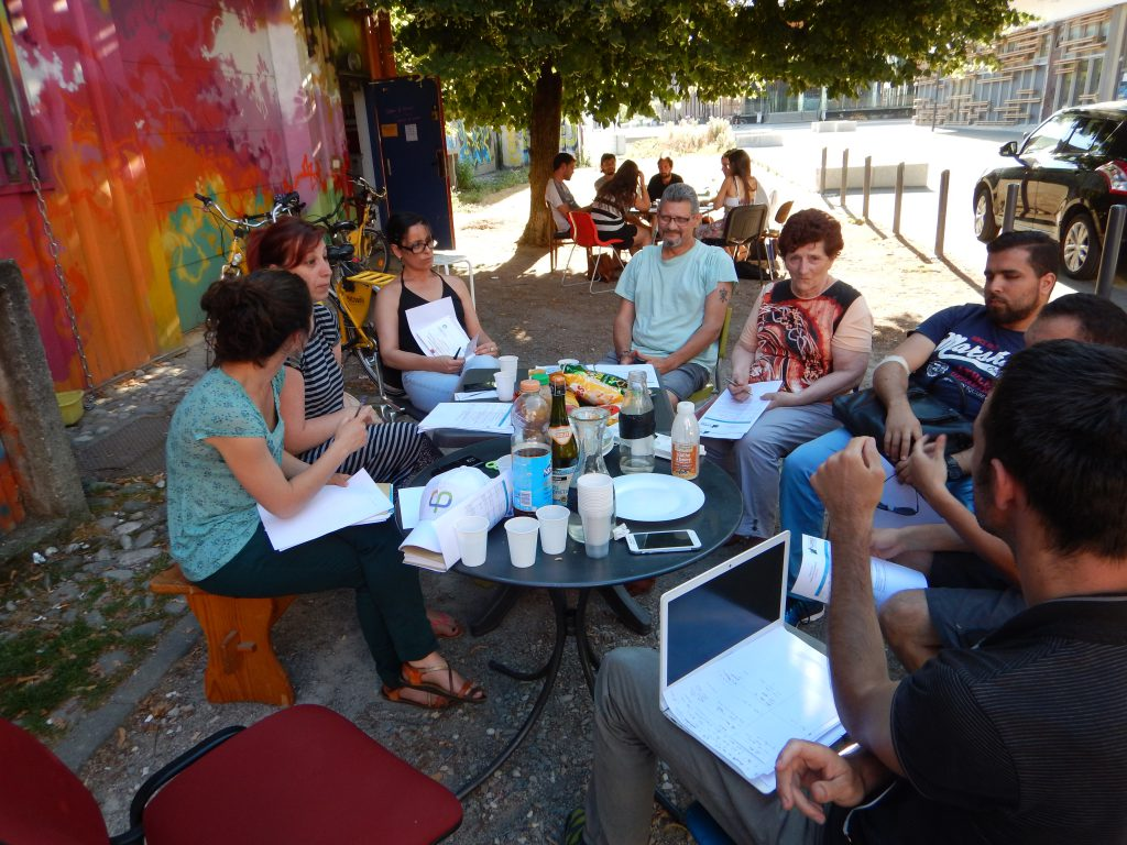 Grenoble ACORN Alliance Citoyenne city board convenes outside