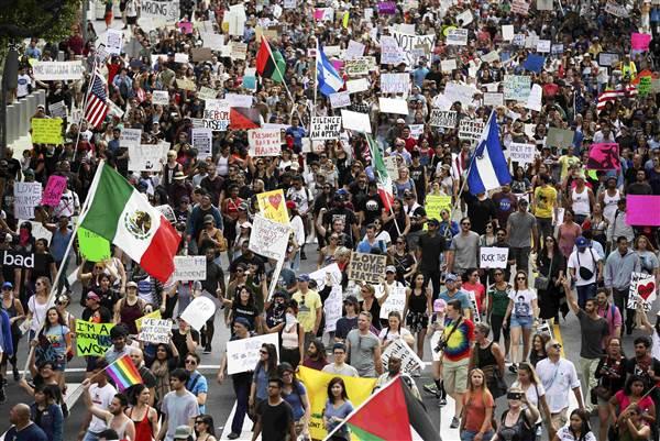 161112-trump-protests-los-angeles-mn-1540_da56341e92374b2c0df05c08ae6f9ece-nbcnews-ux-600-480